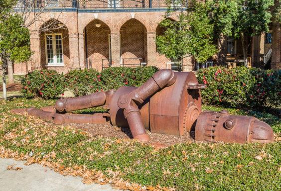161229g-sculptures-at-university-of-alabama