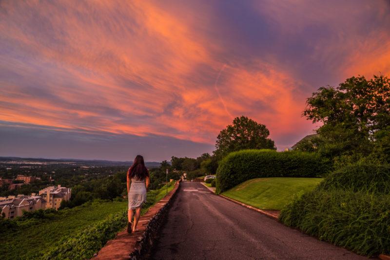 170705e-Walking-on-Sunset s