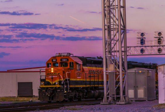 161014g-train-a-comin_1