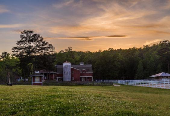 170415g-Barn-and-Sunset-at-Oak-Mountain