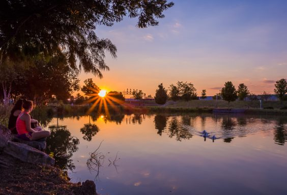 180920-a-sunset-chat-at-railroad-park-IMG_5328 s