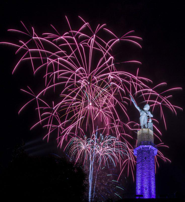 200704-pink-glowsticks-vulcan-fireworks_M7A5061 s