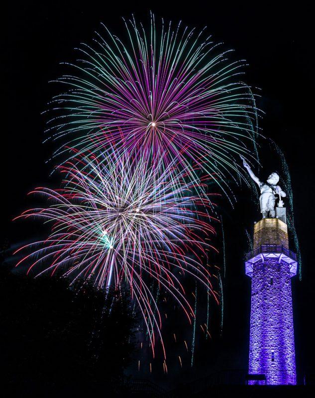 200704-vulcan-fireworks-_M7A5071 s