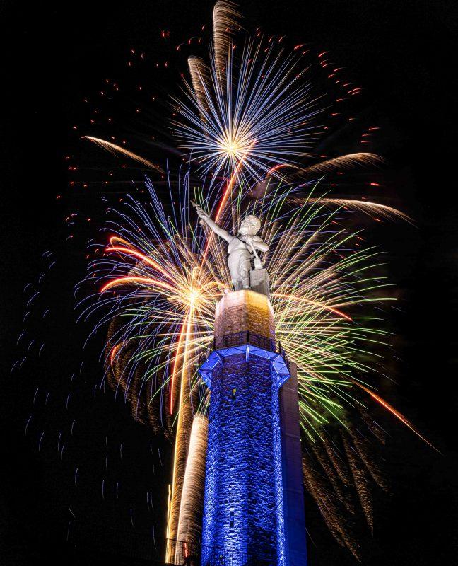 210704-vulcan-in-a-fireworks-storm-RZC_6764 r